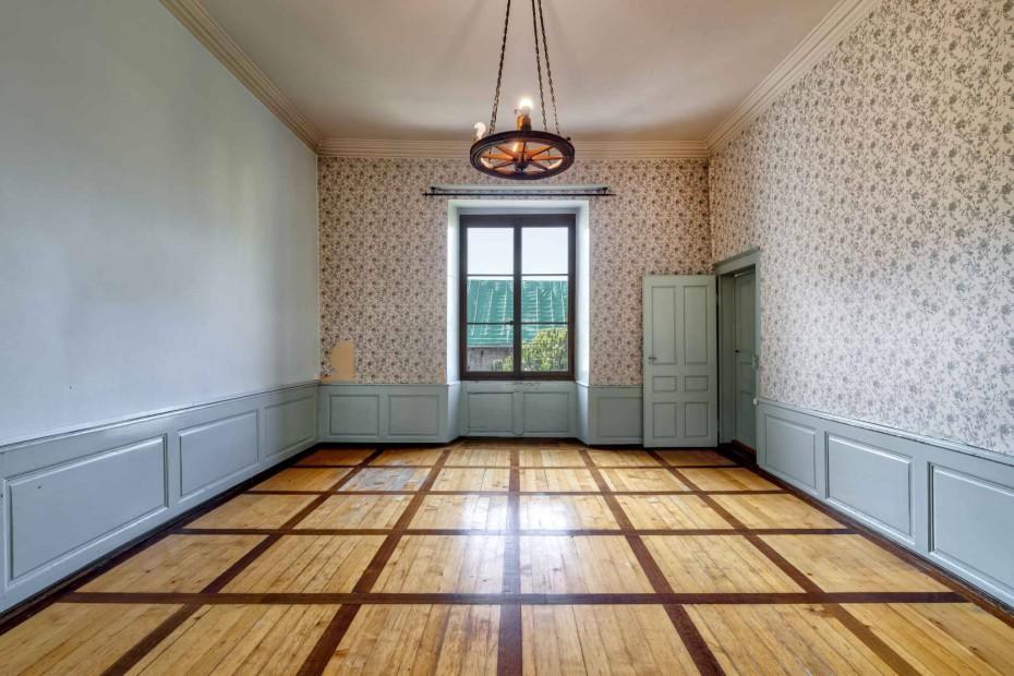Superb 6.5 room apartment for sale in the Château de Roche in Roche/VD