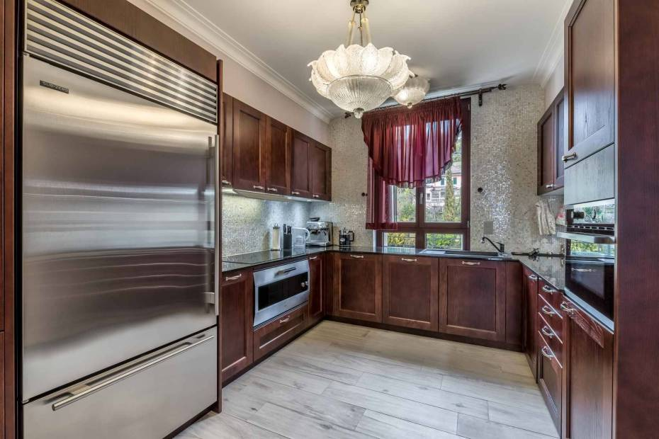 Magnificent 5.5 room apartment for sale in luxury residence in central Montreux