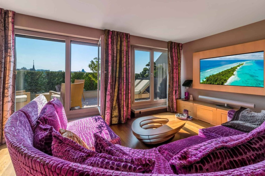 Luxurious duplex attic apartment with view of the lake