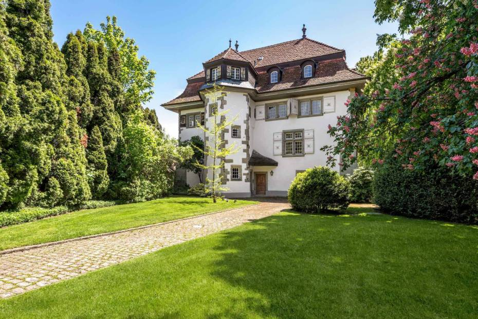 Magnificent 16th Century Castle for sale at Ependes